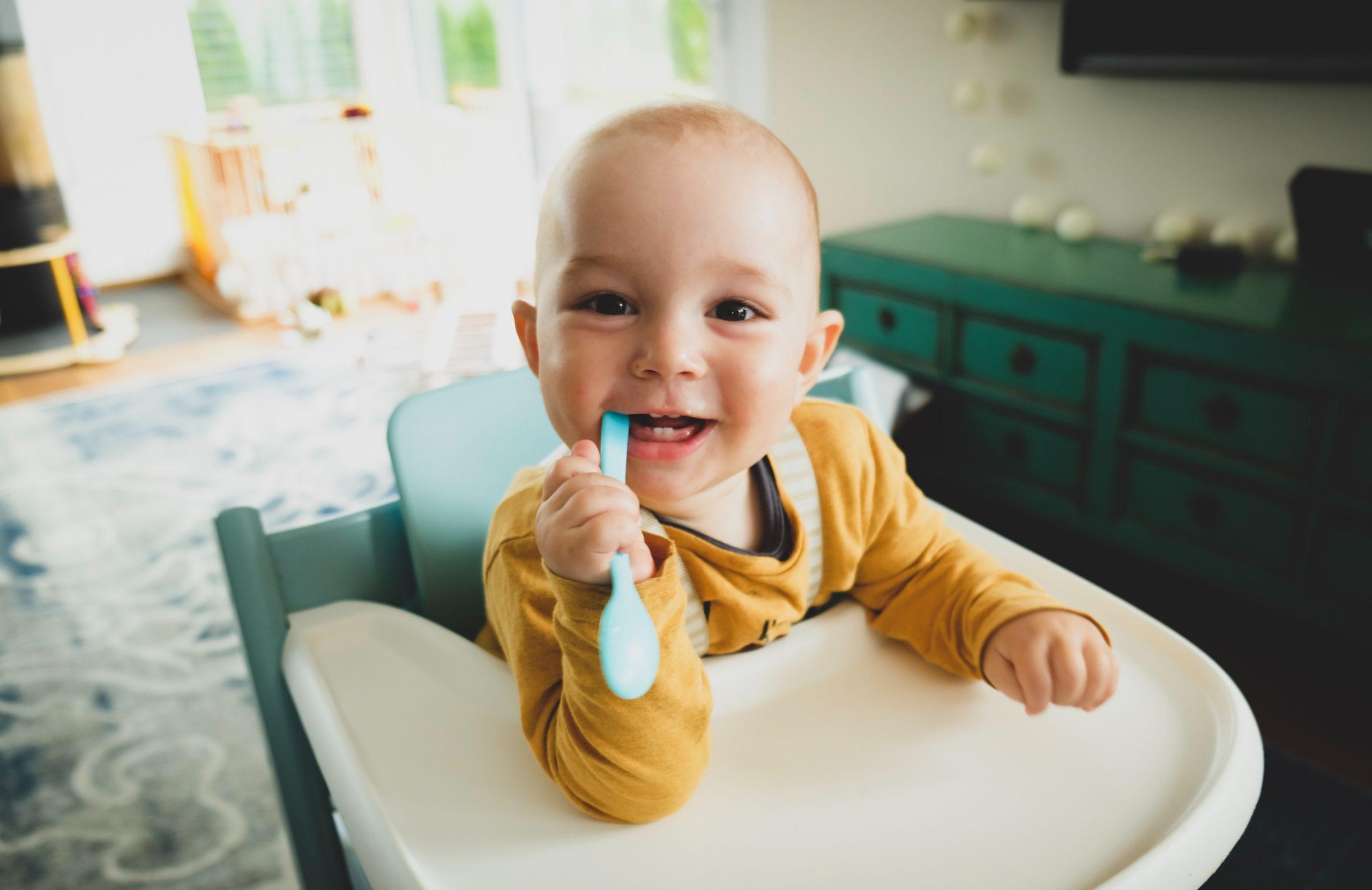 À quel âge peut-on laisser un enfant seul à la maison et comment procéder ?